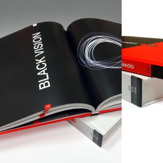 wydrukowana książka w oprawie twardej