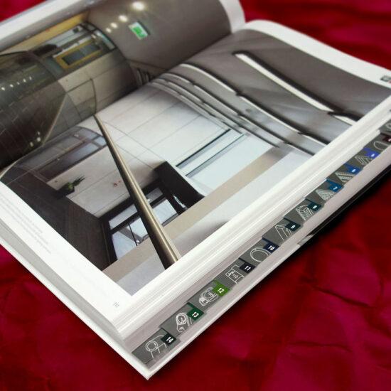 książka/folder produktowy w oprawie twardej